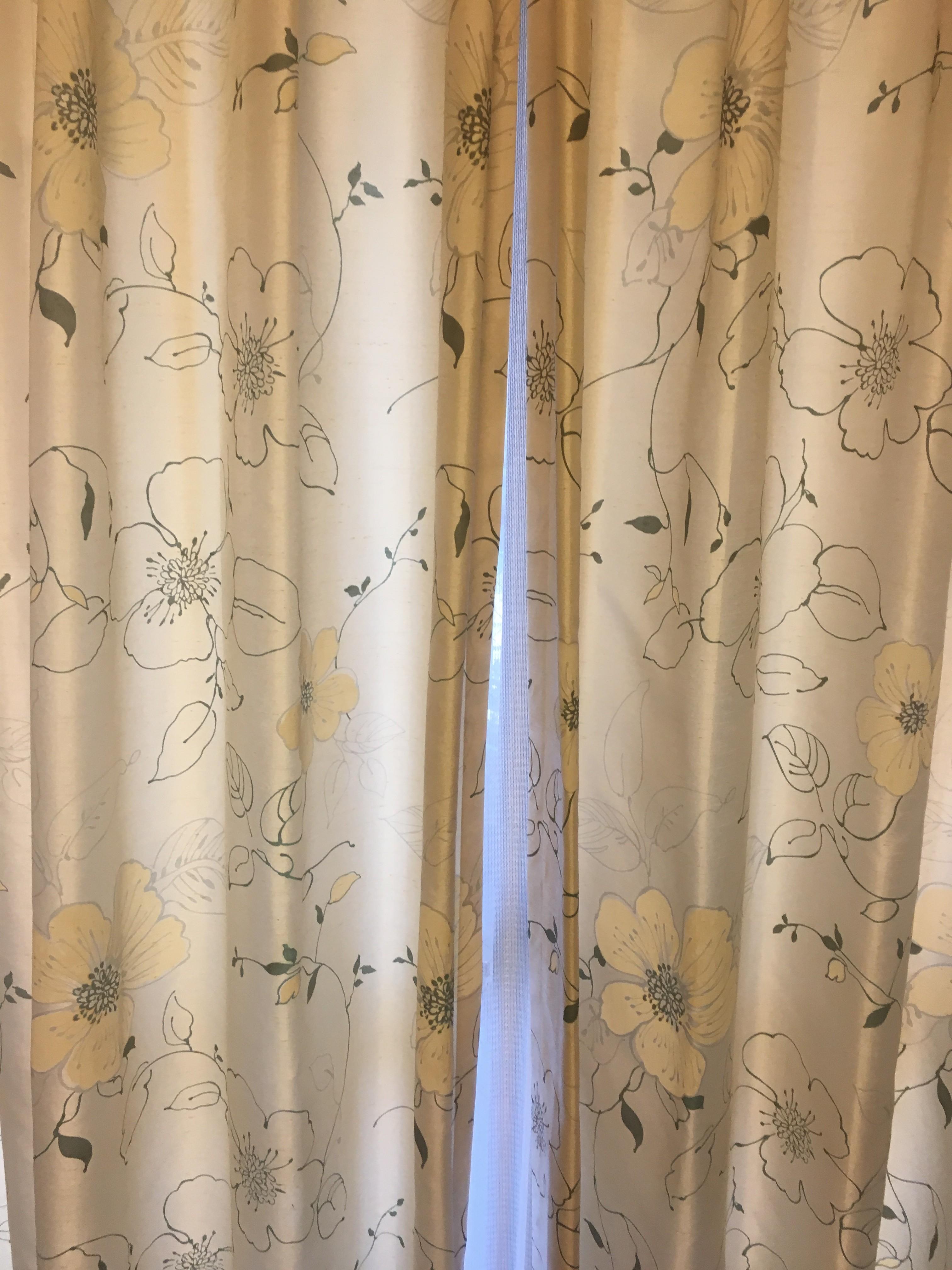 我が家のカーテンですっ。